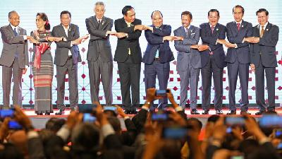 Photos: ASEAN Leaders Open Summit in Bangkok