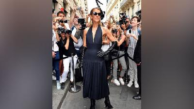 6 Gaya Fashion Street Celine Dion di Paris Couture Week 2019
