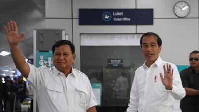 Jokowi, Prabowo Meet at MRT Lebak Bulus Station