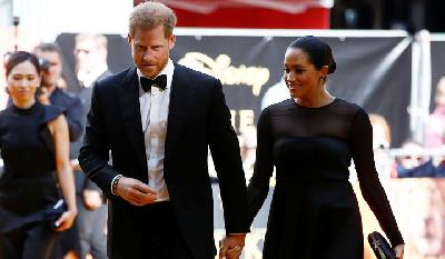 Gaya Meghan Markle saat Menghadiri Premier Lion King di London