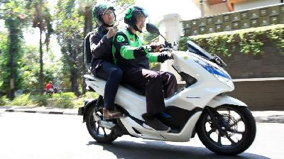 Astra-Gojek Tackles Pollution with All-Electric Motorcycle