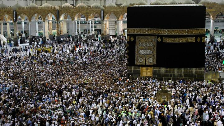 Muslim pilgrims circle the Kaaba and pray at the Grand mosque at the end of their Haj pilgrimage in the holy city of Mecca, Saudi Arabia August 13, 2019. Picture taken August 13, 2019. Senior officials said there had been no major incidents and the logistical, security and health plans had been successful, even with some heavy rainfall. REUTERS/Umit Bektas