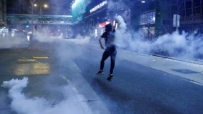 Hong Kong Police Fire Tear Gas at Demonstrators