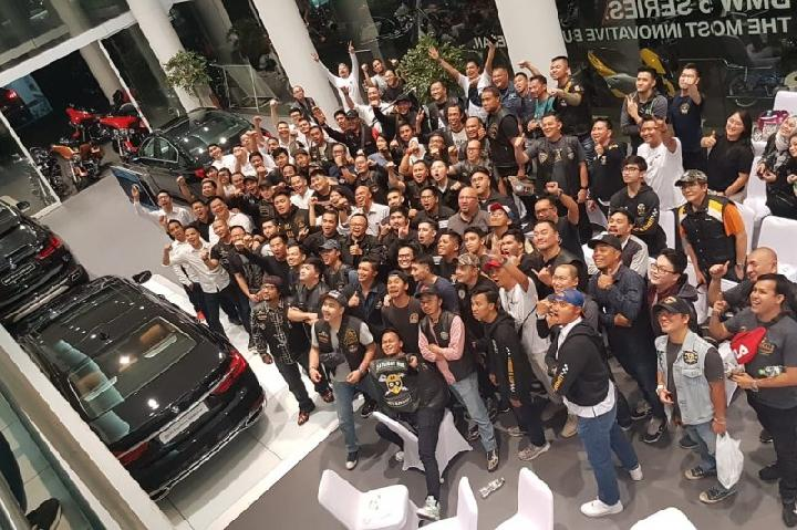 PT Astra International Tbk - BMW Sales Operation menggandeng komunitas motor besar Harley-Davidson Owner Group dan Saturday Ride pada acara riding bareng dari Senayan City menuju BMW Astra Cilandak, Rabu, 14 Agustus 2019. (Antara)