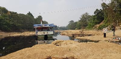 Cisadane River Dried, Affecting Crops and Transportation