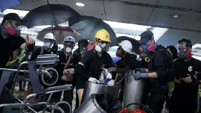 Media Cina Tuding MTR Hong Kong Bantu Demonstran