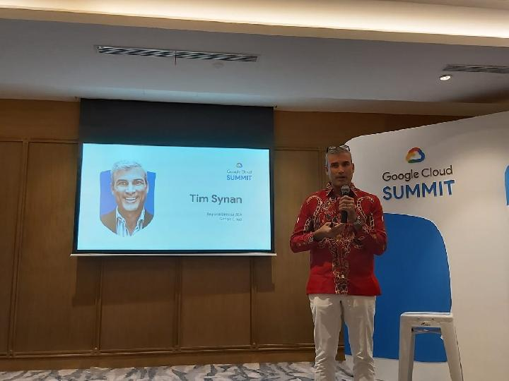 Regional Director South East Asia Google Cloud Tim Synan menjelaskan rencana peluncuran region cloud Jakarta tahun depan di acara Google Cloud Summit 2019 di JIExpo, Jakarta Pusat, Kamis, 5 September 2019. TEMPO/Khory