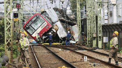 Taiwan Train Crash Kills 36