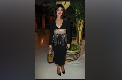 Gaun Tirai Manik-Manik Priyanka Chopra di New York Fashion Week
