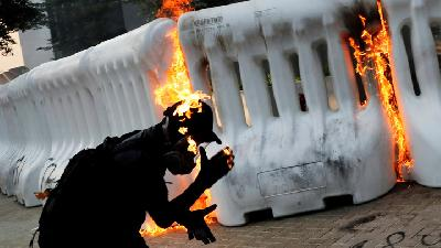 Hong Kong Protesters Hurl Molotov Cocktails in Latest Unrest
