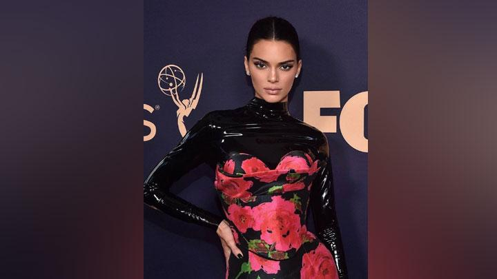 Kendall Jenner di Emmy Awards 2019. Instagram/@maryphillips