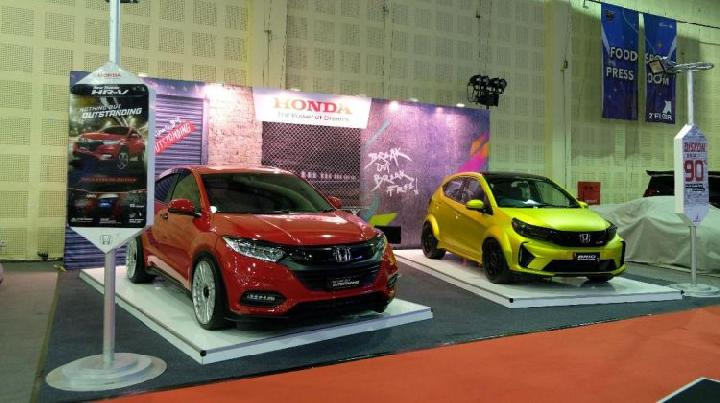 Honda Brio dan Honda HR-V modifikasi di pameran Indonesia Modification Expo di Balai Kartini, Jakarta, 28-29 September 2019. (HPM)