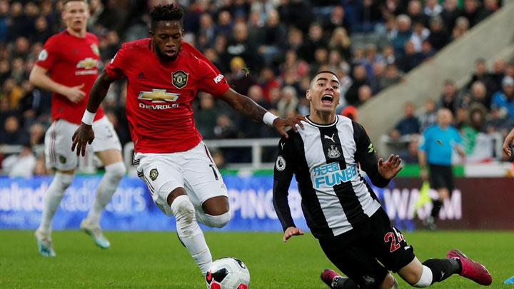 Newcastle United's Miguel Almiron reacts as Manchester United's Fred plays on during match Premier League between Newcastle United vs Manchester United at St James' Park, Newcastle, October 6, 2019. Action Images via Reuters/Lee Smith