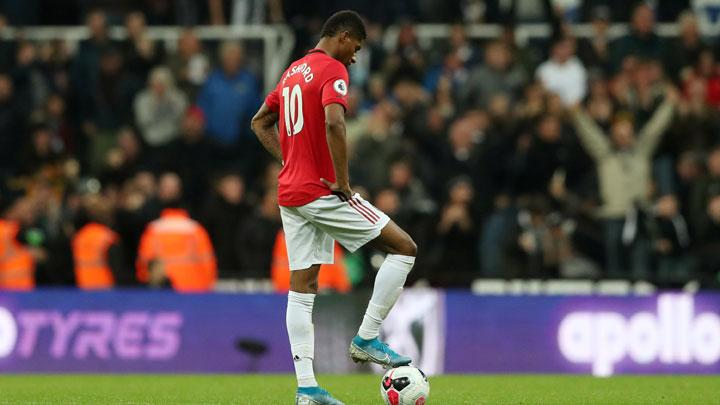Manchester United's Marcus Rashford looks dejected before restarting the match after conceding the first goal during match Premier League between Newcastle United vs Manchester United at St James' Park, Newcastle, October 6, 2019. REUTERS/Scott Heppell