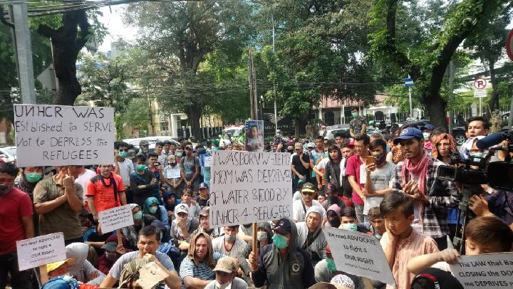 Hundreds of asylum seekers stage protest in front of the UNHCR building in Kebun Sirih, Central Jakarta, Thursday, October 10, 2019. TEMPO/Taufiq Siddiq