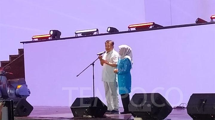 Vice President Jusuf Kalla in a farewell event with vice president staffers at Trans Studio, Cibubur, Sunday, October 13, 2019. Tempo/Egi Adyatama
