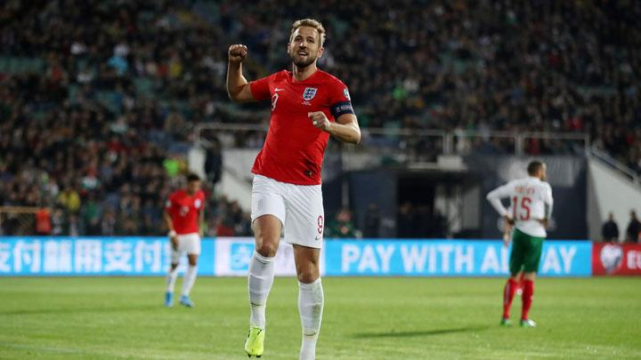 Penyerang Inggris, Harry Kane, melakukan selebrasi setelah mencetak gol ke gawnag Bulgaria dalam pertandingan Grup A Kualifikasi Piala Eropa 2020 di Vasil Levski National Stadium, Sofia, Bulgaria, 15 Oktober 2019. Action Images via Reuters/Carl Recine