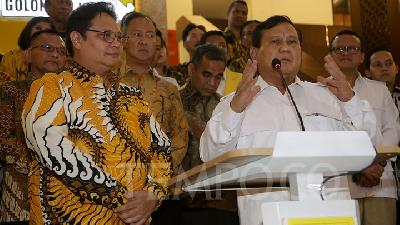 Prabowo in Jokowi's Cabinet Deemed a Product of Elites' Oligarchy