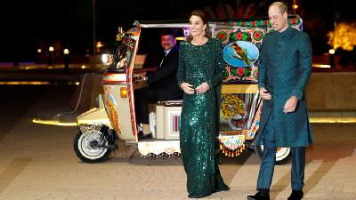 Gaya Kate Middleton dan Pangeran William Naik Bajaj Pakistan