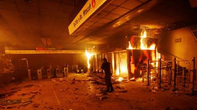 Protests Snarl Public Transportation in Chile, Death Toll Hits 15