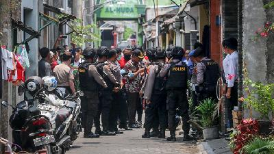 Police Raid Six Suspected Terrorists' Houses in Cirebon