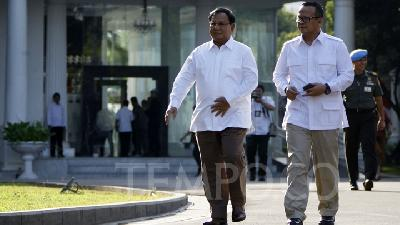 Prabowo: Jokowi Asks Me to Help in Defense Sector