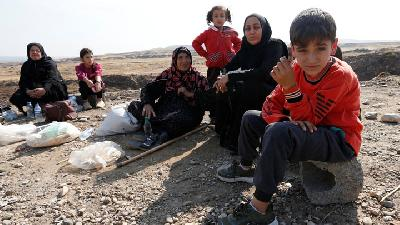 Displaced Kurds Flee To Syria-Iraq Border After Turkish Offensive