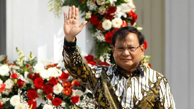 Defense Minister Prabowo Stays as Gerindra Chairman