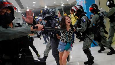 Demonstran Hong Kong Blokir Distrik Sentra Bisnis