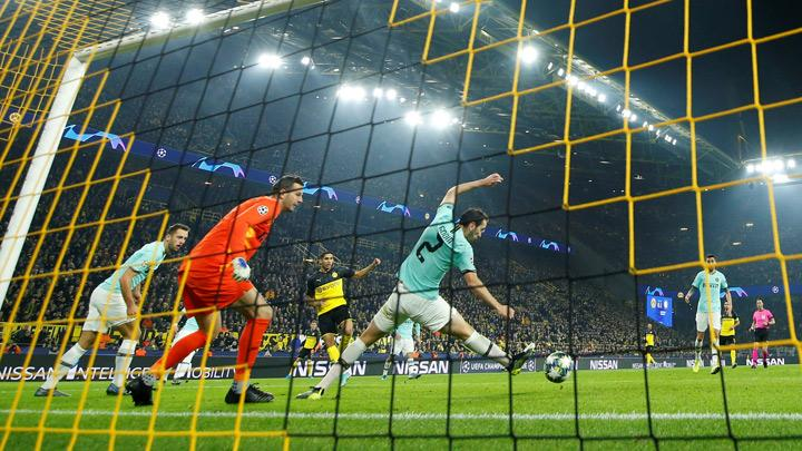 Borussia Dortmund's Achraf Hakimi scores their first goal during the Champions League match, Group F between Borussia Dortmund and Inter Milan at Signal Iduna Park, Dortmund, Germany, November 5, 2019. Hakimi produced a blistering individual performance as he scored twice to help his side overhaul a two-goal deficit and beat Inter Milan 3-2 at home in their Champions League Group F clash on Tuesday. REUTERS/Leon Kuegeler