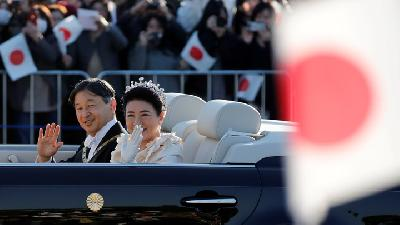 Japan's Emperor Rides Through Tokyo in Grand Enthronement Parade
