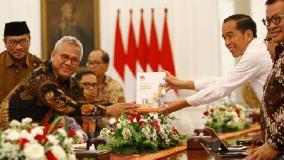 KPU Submits Report of Election Implementation to Jokowi