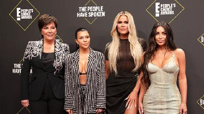 Adu Gaya Keluarga Kim Kardashian di People Choice Awards
