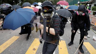 Hong Kong Readies for More Chaos as Violence Spreads Citywide