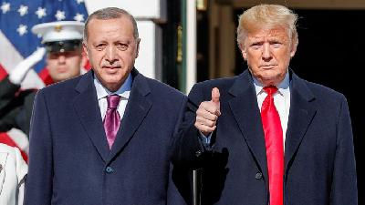 Trump Greets Erdogan at White House as Protesters Rally Outside