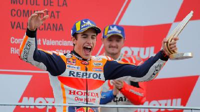 Marc Marquez Triumphs in Valencia To Give Honda Triple Crown