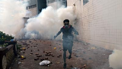 Photos: Tear Gas at Barricaded Hong Kong University