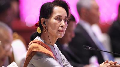 Myanmar Leader Aung San Suu Kyi Courts Home Audience