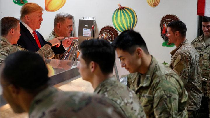 U.S. President Donald Trump serves U.S. troops food at a Thanksgiving dinner event during a surprise visit at Bagram Air Base in Afghanistan, November 28, 2019. REUTERS/Tom Brenner
