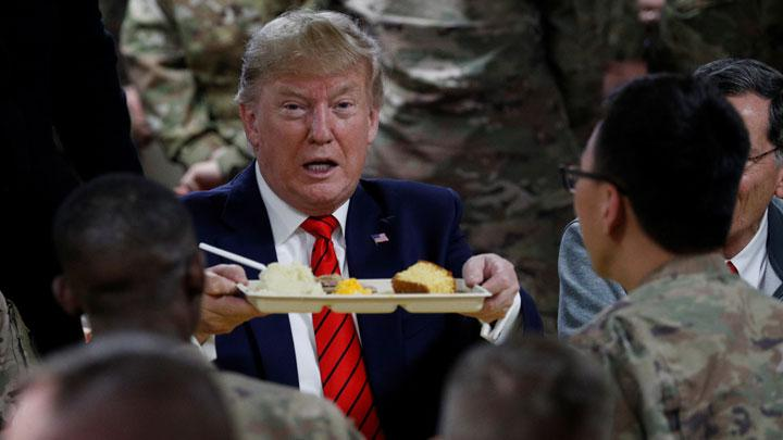 U.S. President Donald Trump eats dinner with U.S. troops at a Thanksgiving dinner event during a surprise visit at Bagram Air Base in Afghanistan, November 28, 2019. President Donald Trump made an unannounced Thanksgiving visit to U.S. troops in Afghanistan. REUTERS/Tom Brenner