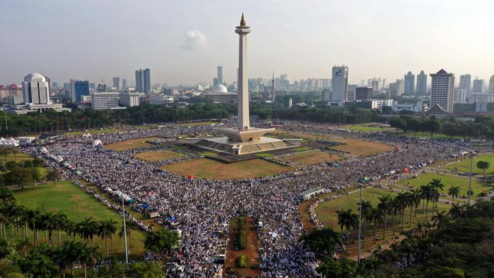 Thousands Attend 212 Reunion Rally at Monas, Jakarta