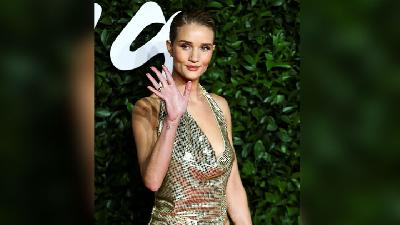 Deretan Model Ternama Hadiri Fashion Awards 2019