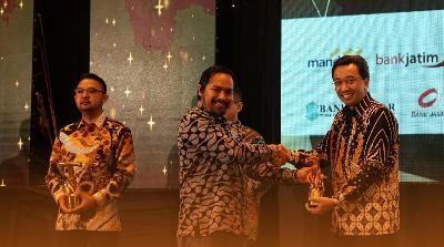 BRI Agro Raih Penghargaan IT Work dan Tempo Financial Award
