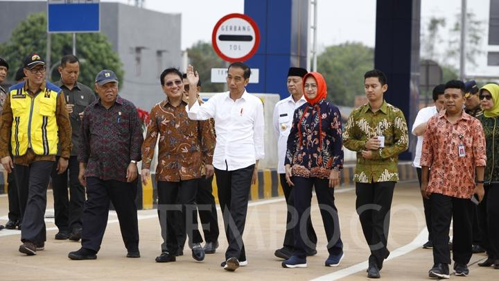 President Joko Widodo gestures during the inauguration of the Jakarta Outer Ring Road (JORR) 2 of Kunciran Serpong route, Serang, West Java, Friday, December 6, 2019. TEMPO/Subekti