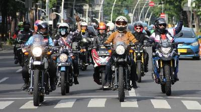Royal Enfield Ajak Lady Bikers Riding Keliling Jakarta