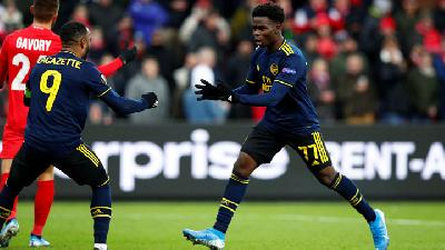 Arsenal Roar Back To Draw with Standard Liege
