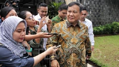 Prabowo Orders Military to Collect COVID-19 Medical Kits Abroad