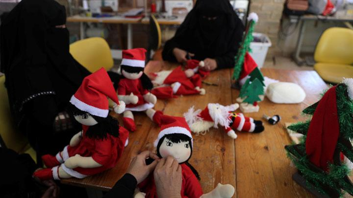 Muslim Women Spread Christmas Cheer in Gaza