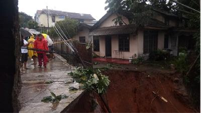 Landslide-hit Road in Depok Yet to Be Repaired