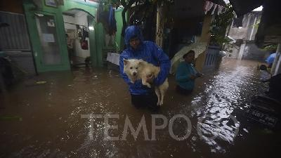 Garda Satwa Foundation: Never Leave Pets Caged During Floods